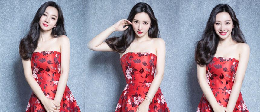 柳岩穿中国风红色短裙 大秀雪肤香肩美腿